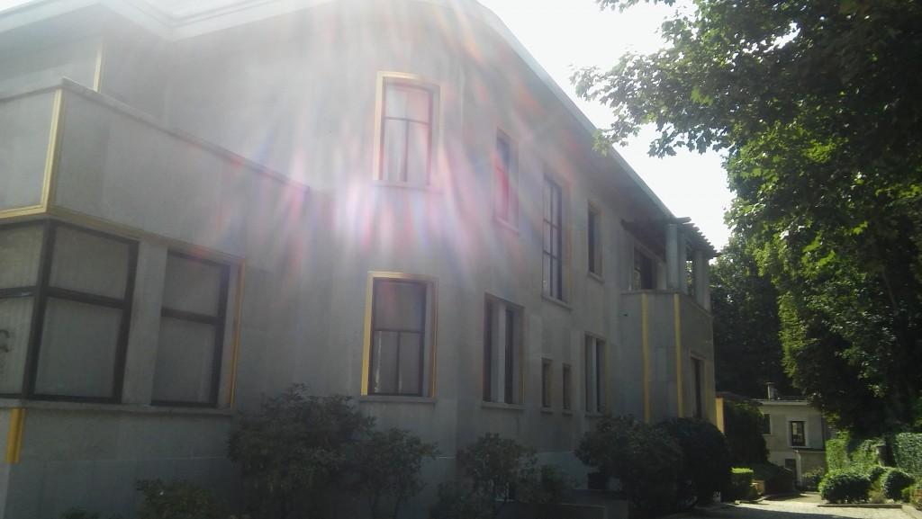 La Villa Empain en una tarde de verano